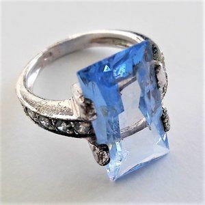 Vintage Sterling Silver Ring w Blue Topaz, Circons